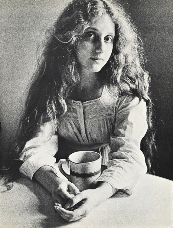 A very young Carol Kane